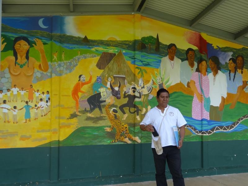 El Liceo Académico de Térraba inició un proyecto de murales que muestran parte de la historia de los Brörán, explicó el Lic. Marco Rivera, director de la institución.