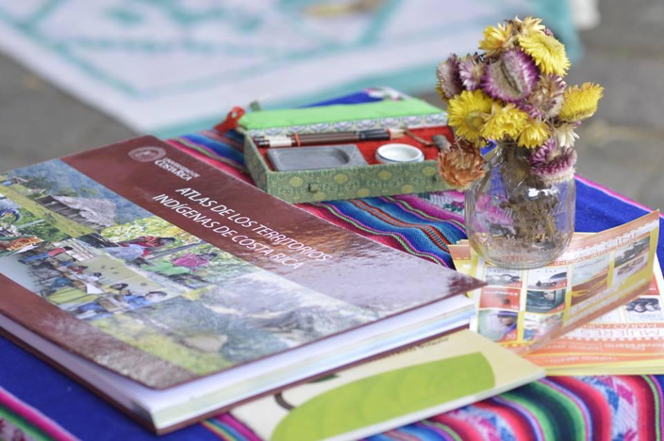 Materiales sobre distintos proyectos y programas de Acción Social, estuvieron disponibles en el espacio de la sala.