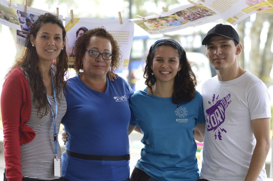 El equipo de Iniciativas Estudiantiles recibió a las y los estudiantes de primer ingreso y les explicó cómo presentar su propio proyecto de Acción Social.