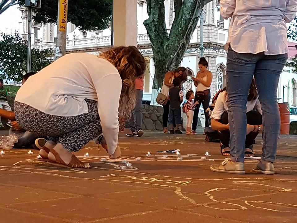 Participación Vigilia contra los femicidios. Tomada por Mariam Vargas Rodríguez.
