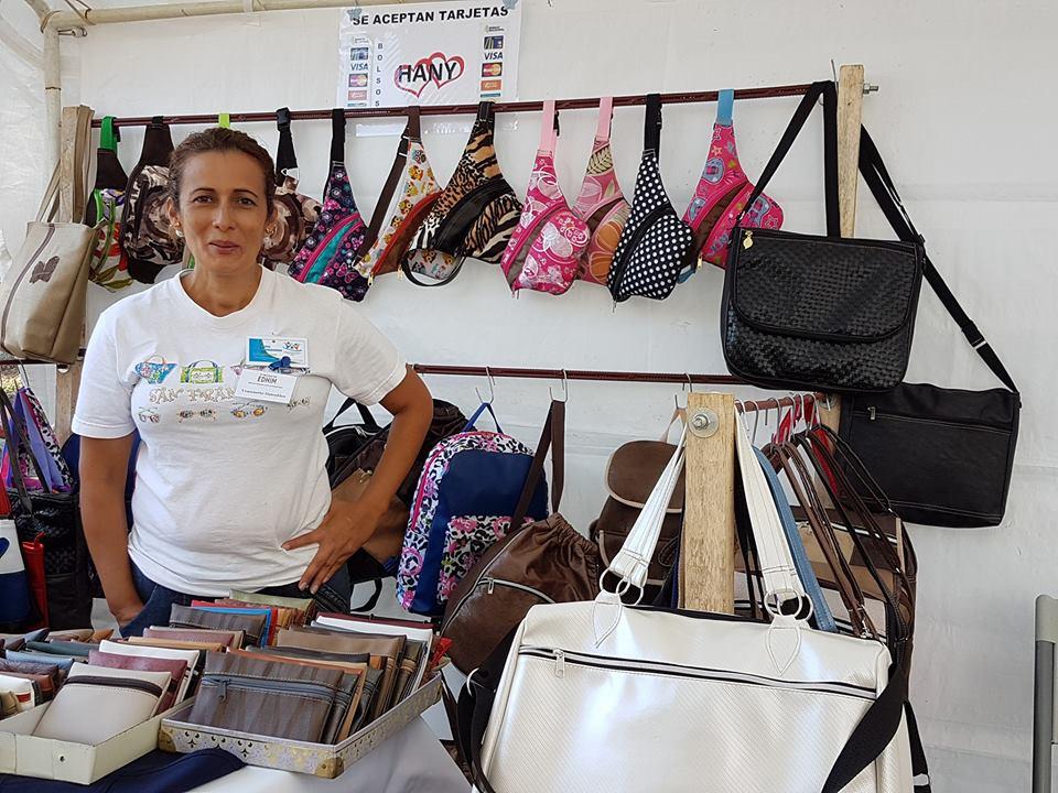 Yeannette González. Participación en Feria de emprendedoras. Tomada por Mariam Vargas Rodriguez.