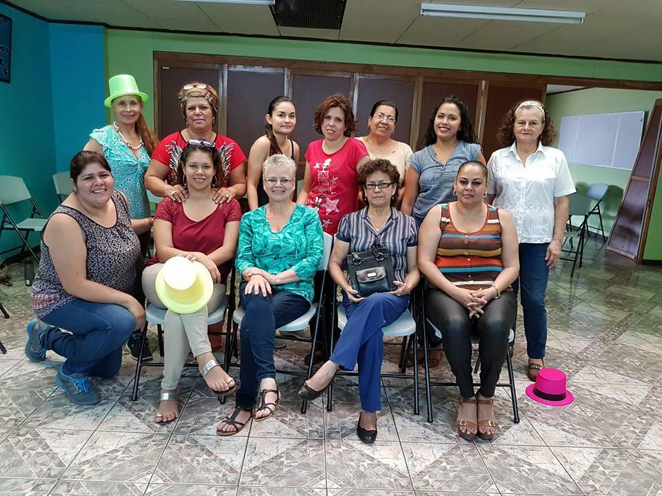 Mujeres participantes. Sesión de trabajo sobre Identidades a través de teatro foro. Tomada por Mariam Vargas Rodriguez.