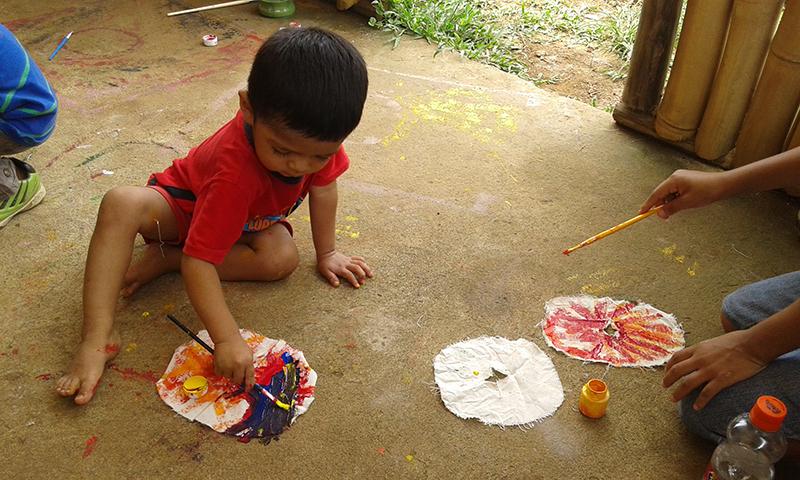 Cada quién con su forma de aprender y disfrutar. Los niños mostraron que ellos son los grandes constructores de la creatividad.
