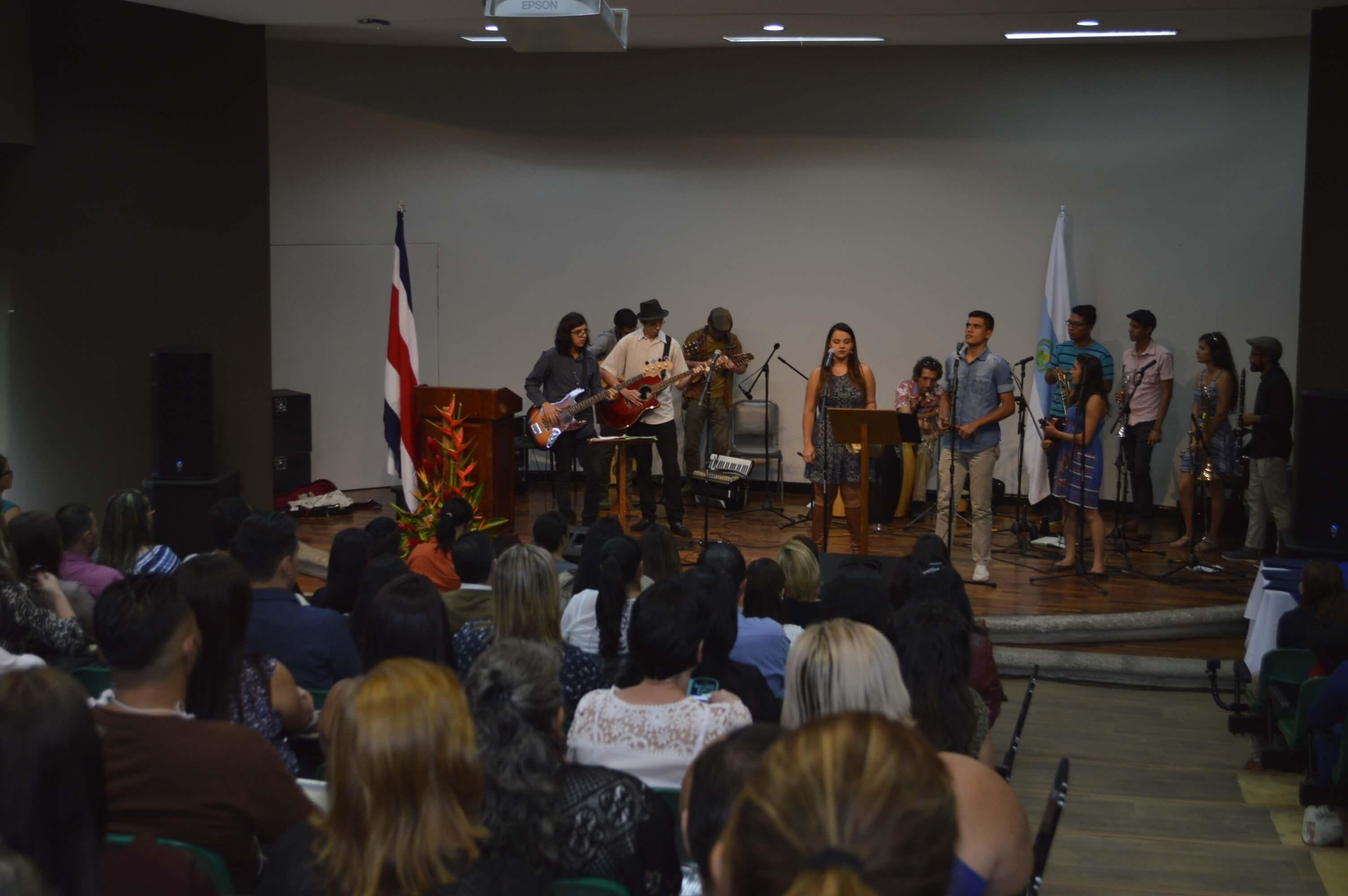 En la graduación hubo una actividad artística a cargo del grupo TAFOREM. TAFOREM es una agrupación musical perteneciente al Área de Prácticas Artísticas de la Vicerrectoría de Vida Estudiantil, de la Universidad de Costa Rica. Foto: Jafeth Mora
