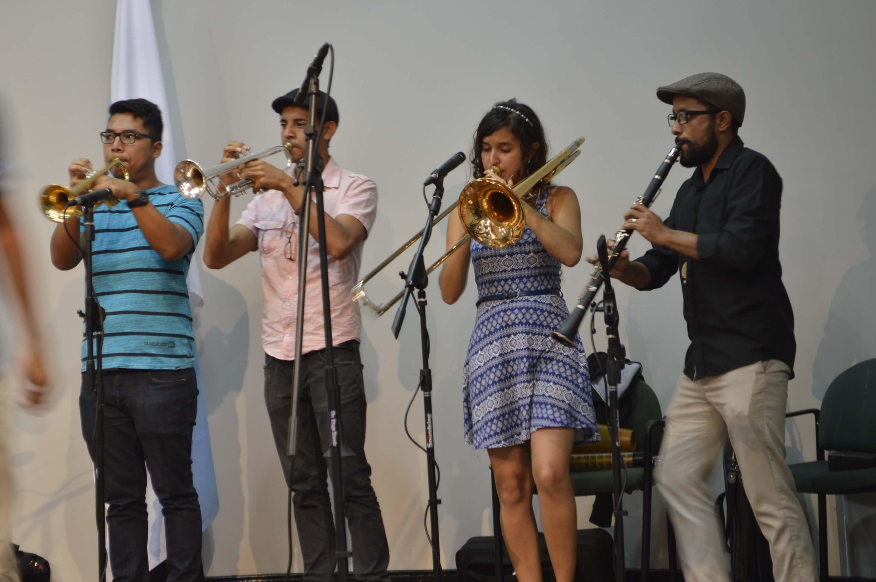 Actividad artística a cargo del grupo TAFOREM. TAFOREM es una agrupación musical perteneciente al Área de Prácticas Artísticas de la Vicerrectoría de Vida Estudiantil, de la Universidad de Costa Rica. Foto: Jafeth Mora