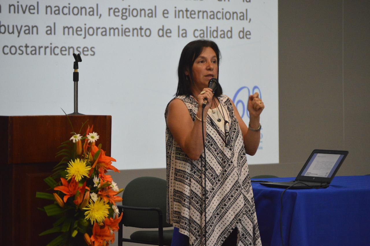 Presentación del proyecto ED-320: La bibliotecología ante la sociedad de la información. Fotografía: Laura Camila Suárez