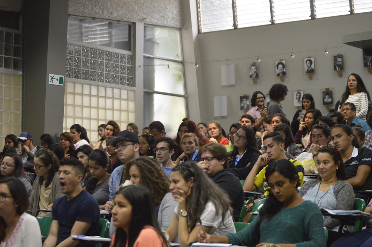 Asistentes a la jornada de la tarde de las I Jornada de Difusión de la Investigación, Acción Social, Docencia y Expoinvestigación. Fotografía: Laura Camila Suárez