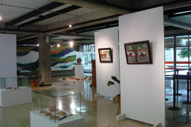 Exposición de pinturas, Vestíbulo Edificio de Registro, Sede Rodrigo Facio.