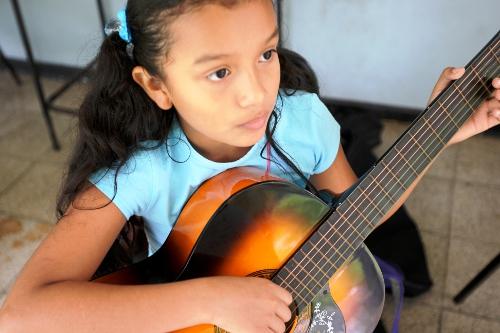 Guitarrista.  EBM Limón.