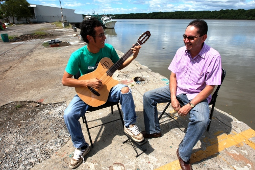 Guitarrista EBM Puntarenas.