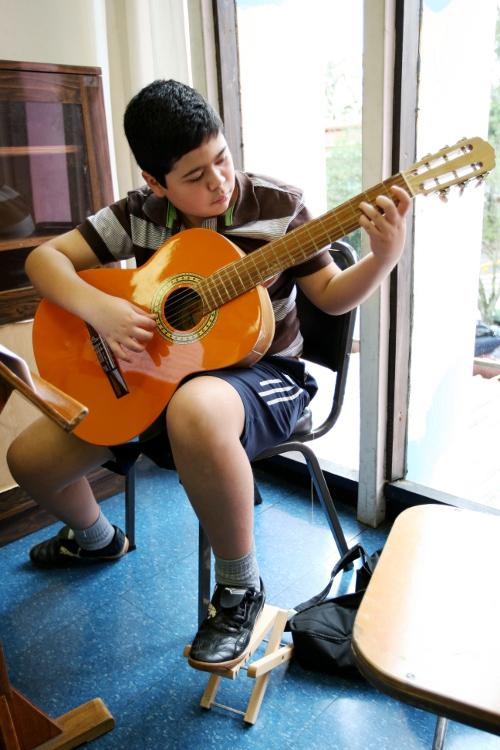 Guitarrista.  EBM San José.