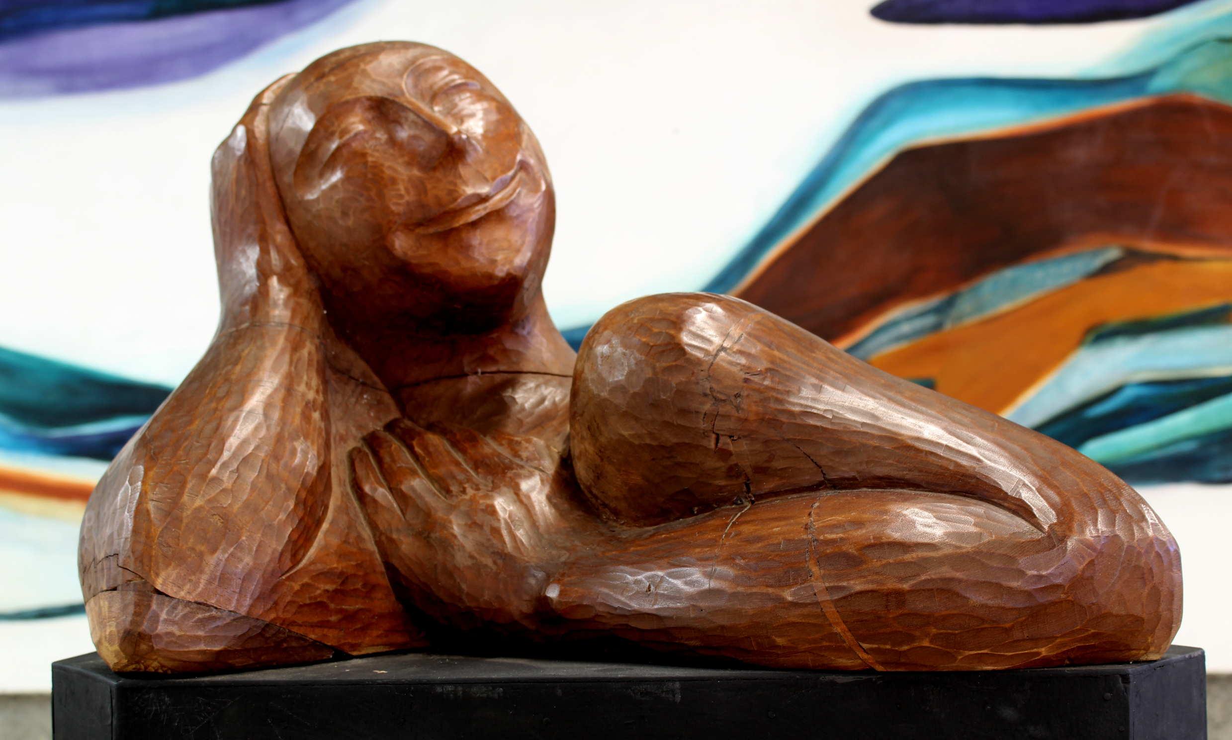 Obra de Nestor Zeledón Guzmán, llamada La Sonrisa, madera-tala directa , Año 1999. Fotografía: Adriana Araya.
