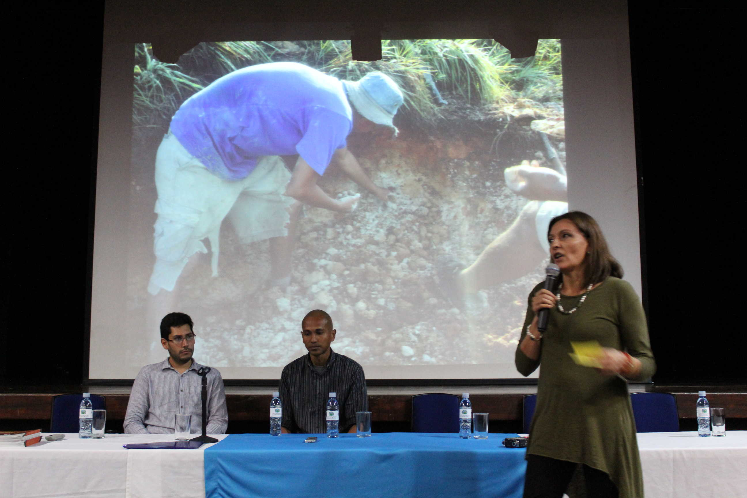 I Jornada de Acción Social en Bellas Artes, presentación del proyecto EC-429: Promoción de la Cerámica Chorotega a cargo de la Máster Iria Salas.