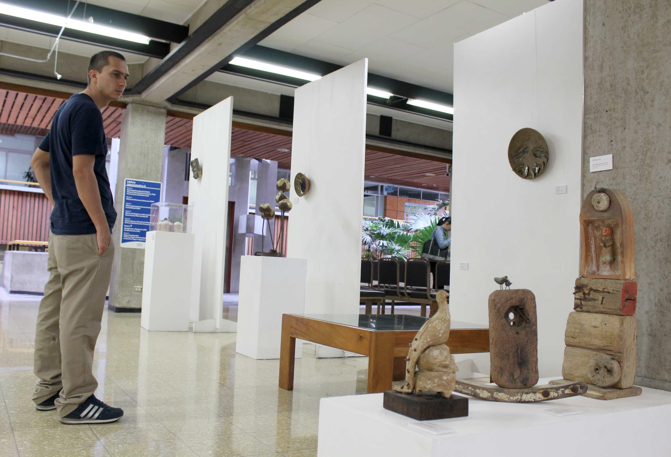 Exposición de la carrera de Cerámica en el 120 aniversario de la Fundación de la Escuela de Artes Plásticas. Fotografía: Adriana Araya.