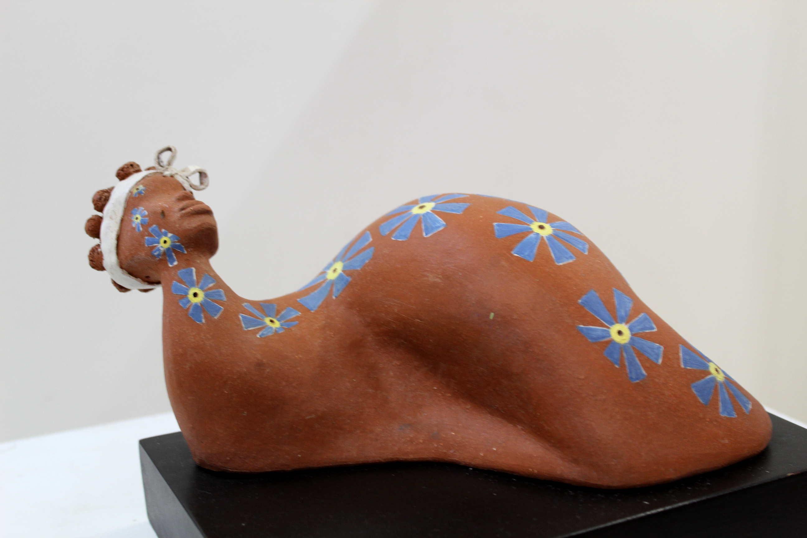 """Obra de Kristin Brown, llamada """"Astucia"""", técnica utilizada rollos y molde a baja temperatura, Año 2013.Fotografía: Adriana Araya."""