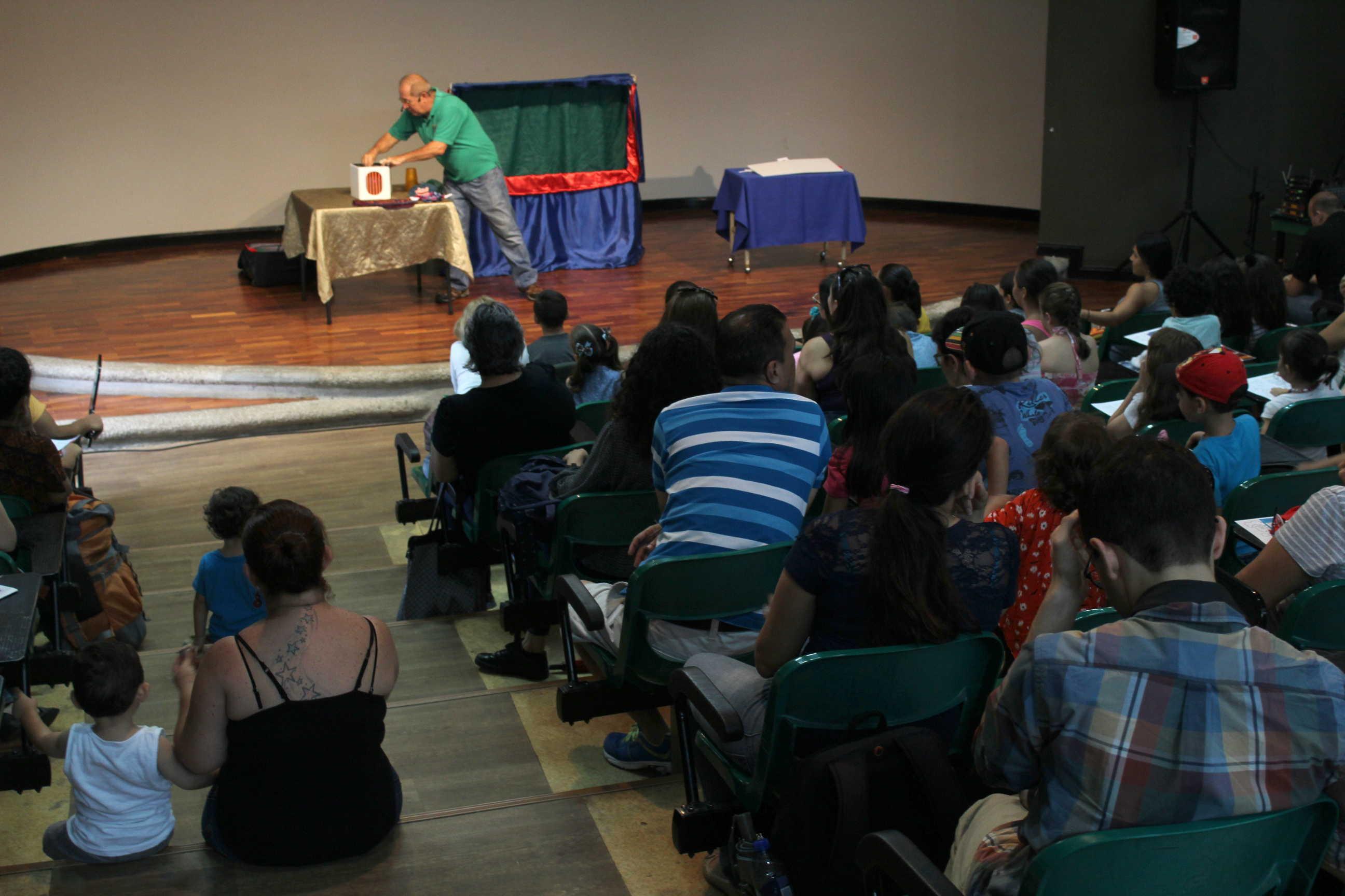 La compañía Títere Fiesta presentó la obra Cuentos cortos y mágicos.