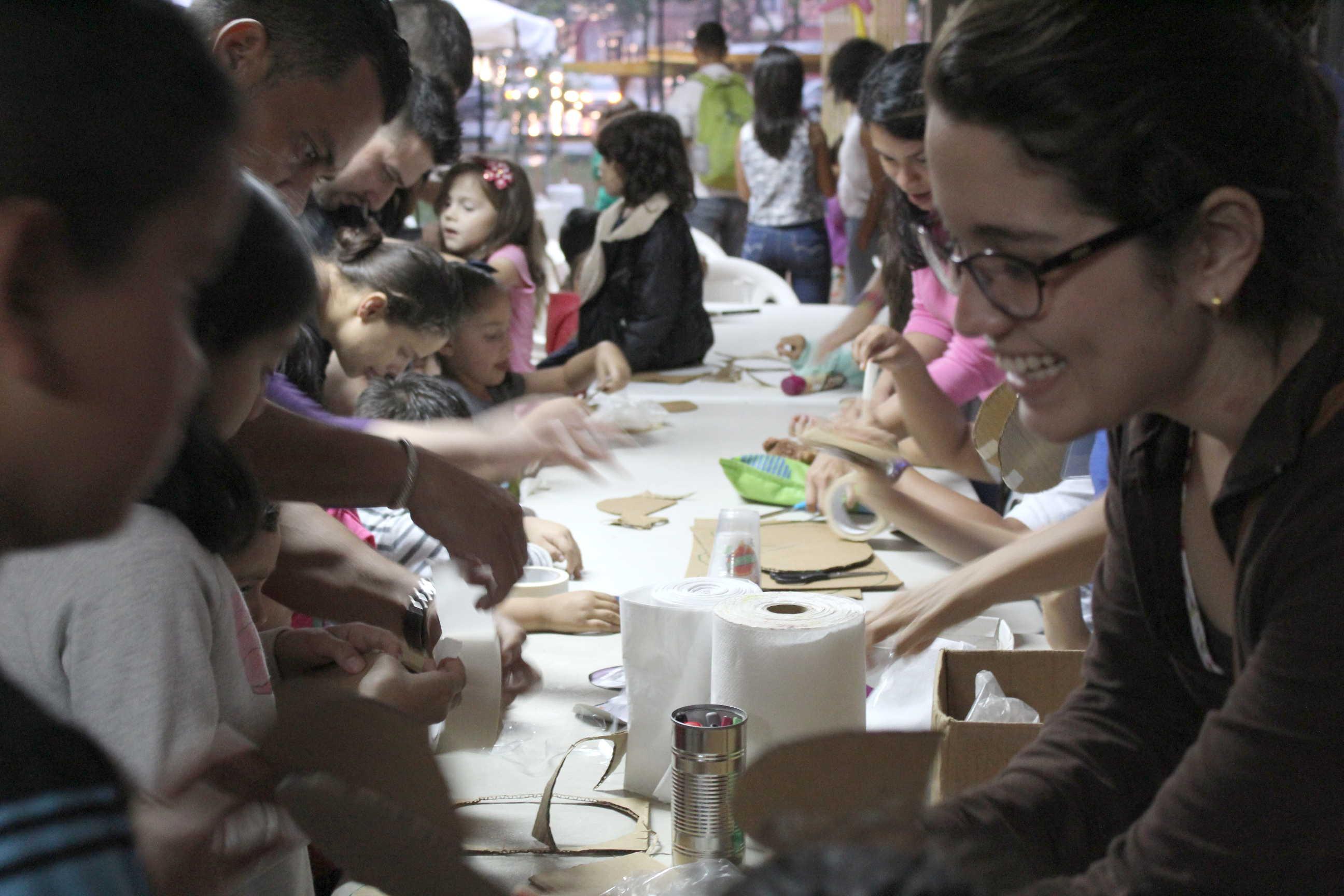 Talleres de títeres para niños impartido por la profesional en esta área, Olga Luján.