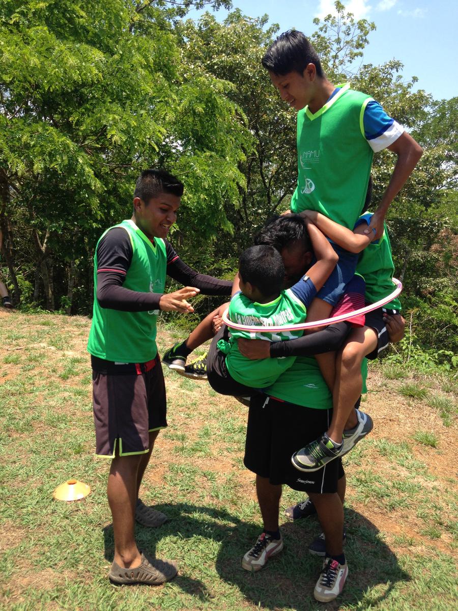 Algunas de las actividades requerían de comunicación y trabajo en equipo para poder ser desarrolladas: Foto: Cecilia Romero.