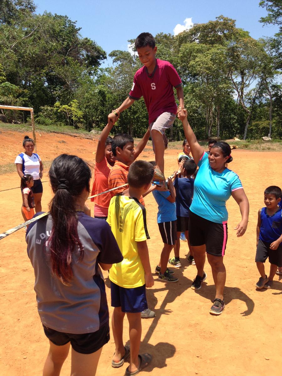 El trabajo en equipo fue parte importante de las actividades realizadas. Foto: Cecilia Romero.
