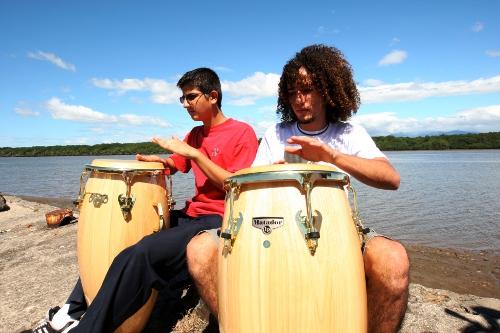 Jóvenes percusionistas.