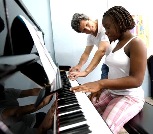 Pianista en sus lecciones.
