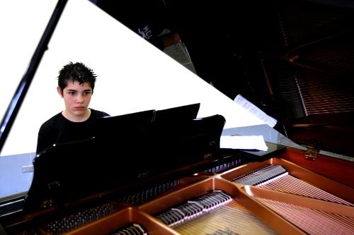 Niño pianista.