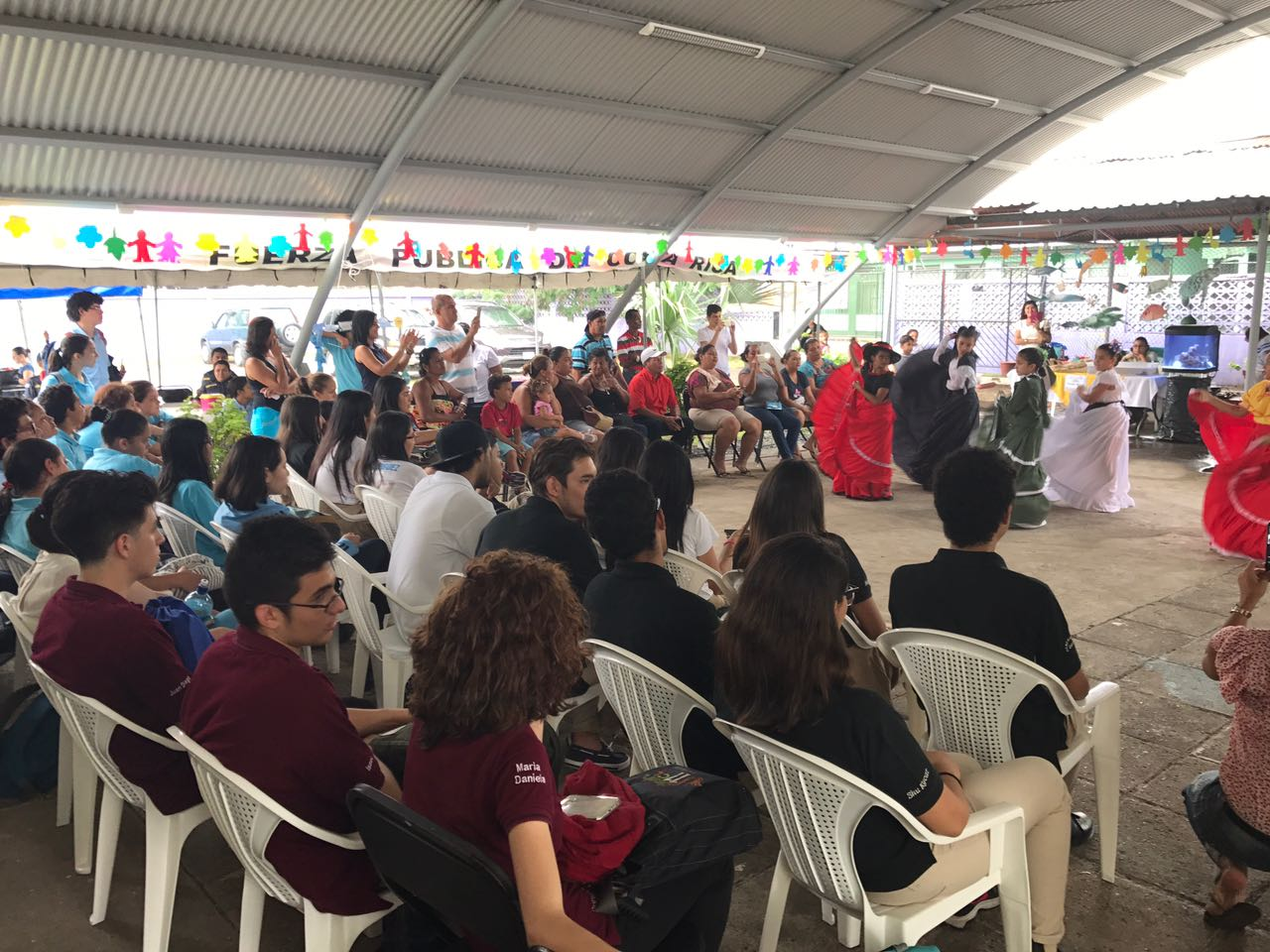 El grupo Danzarte participó en el simposio, una iniciativa en la que participan estudiantes de diferentes carreras, y con el apoyo de Acción Social. Foto: Hazel González.