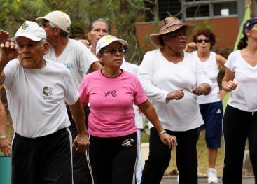 La realización de ejercicio físico de manera regular y controlada es importante en la persona adulta mayor. Fotografìa: ODI.