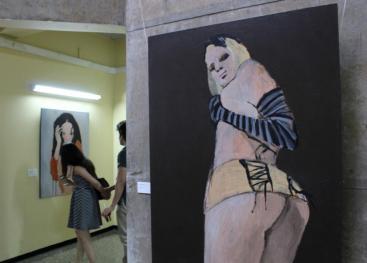 El pintor José Miguel Rojas se unió al III Simposio Violencia y Sociedad con la exposición Las flores del mal. Foto  Adriana Araya.