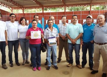 Entrega del Diagnóstico a las personas representantes de la ASADA de Gutiérrez Brown. Foto por Victoria Salazar.