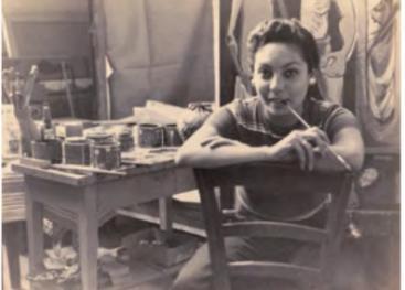 Lola Fernández Caballero naciò  el 15 de noviembre de 1926 en Cartagena Colombia y a los cuatro años se traslada a Costa Rica, en la fotografía se encontraba en su estudio en Florencia,Italia