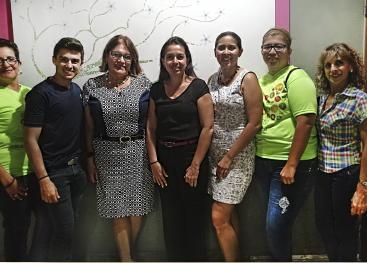 Docentes, personal del hospital y de la OFIM junto con participantes egresadas del programa. Foto: Rebeca Gu.