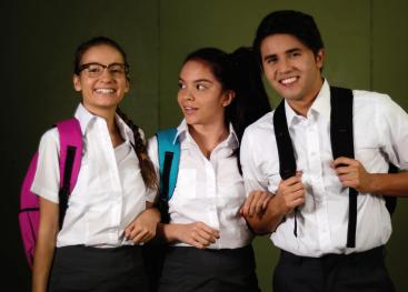 Tres jóvenes Corina, Adrián y Carlos estudiantes de 15 años encuentran en su inseparable amistad el apoyo que no reciben de sus familias ni en sus docentes