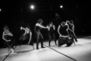 """""""El largo ahora"""" trata la relación de la tecnología en la construcción de la identidad. Fotografía: Danza Universitaria."""
