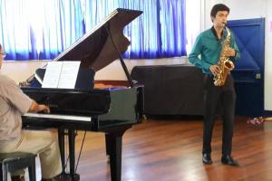 Saxofonista Camilo Alvarado y pianista Profesor Federico Molina. Foto proporcionada por la Etapa Básica de Música de Turrialba.