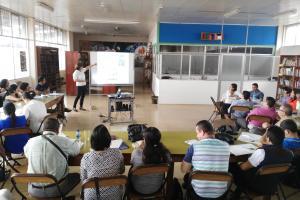 Los asesores pedagógicos en ciencias del MEP, recibieron talleres donde  se les expuso los principales usos de la biotecnología. Foto cortesía del programa.