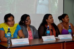 Mujeres indígenas recalcaron que propuestas de proyectos deben nacer a partir de ellas, y no de entes externos. Fotografía de Esteban Cubero.