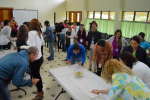 Personal de los CIUS en dinámicas de trabajo en equipo.  Foto: Mariana Arce Mercado.