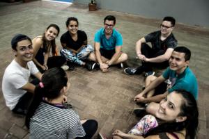 Desde la fundación de Danza Universitaria en el año 1978, la vinculación con las sedes y recintos ha caraterizado el trabajo creativo y durante los últimos años, la compañía ha realizado el proyecto Talleres de Movimiento en Comunidades y llevado a cabo giras artísticas en diferentes lugares del país. Foto: Danza Universitaria.