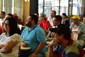 """Para Emilio Mora, miembro de la comunidad que participó en el taller de drones, """"estas actividades son muy importantes, """" sobre todo para lograr ese acercamiento con la gente que más sabe y que puede evacuar dudas que la mayoría de gente tiene y no tiene quién se las resuelva; y aprender un poquito"""". Foto: Valeria Piedra R."""