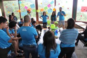 """Estudiantes presentan su proyecto """"Construyendo, generando y aprendiendo la prevención de riesgo en mi cole"""". Foto por: Daniela Hernández Arguedas."""