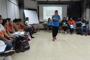 Mariana Buzó. coordinadora de Iniciativas Estudiantiles comenta sobre la importancia de comprender el término de Acción Social. Foto por: Raquel Hernández Hidalgo