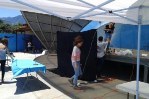 """Escenario del Show """"Jugando con ciencias"""" del TC-565 en la Carpio. Foto: Julio Otárola"""