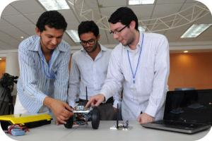 En la segunda edición del Robotifest se inscribieron 18 equipos, divididos en dos categorías (general y robótica espacial).Fotografías Laura Rodríguez, cortesía de la Oficina de Divulgación de la Universidad de Costa Rica. Fotografías Laura Rodríguez.