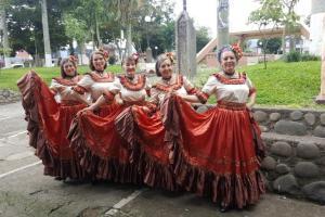 El folklore convocó a estas mujeres de San Ramón Foto por Hazel González
