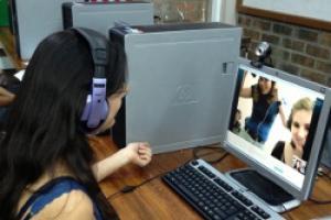 Las videoconferencias también promueven la creación de vínculos y amistades entre personas de ambos países.