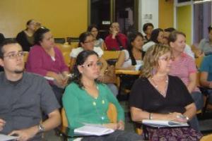 Los docentes reciben capacitación sobre cómo mejorar su metodología de enseñanza del francés.