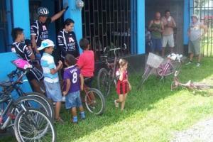 Con el fin de unir a la comunidad se desarrollaron actividades deportivas y culturales, entre ellas una carrera ciclística.