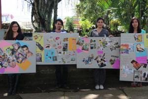 Estudiantes del TC-644 muestran los productos artísticos elaborados por estudiantes de sétimo año de colegio.