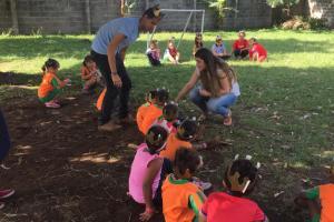 Durante las actividades realizadas, las y los estudiantes jugaron e interactuaron con las y los niños del Centro. Foto: Maripaz Castro Murillo.